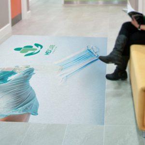 Golvgrafik håll avståndet på sjukhuset