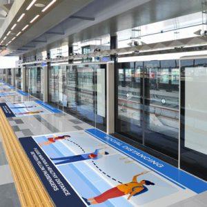 Golvgrafik håll avståndet på stationen