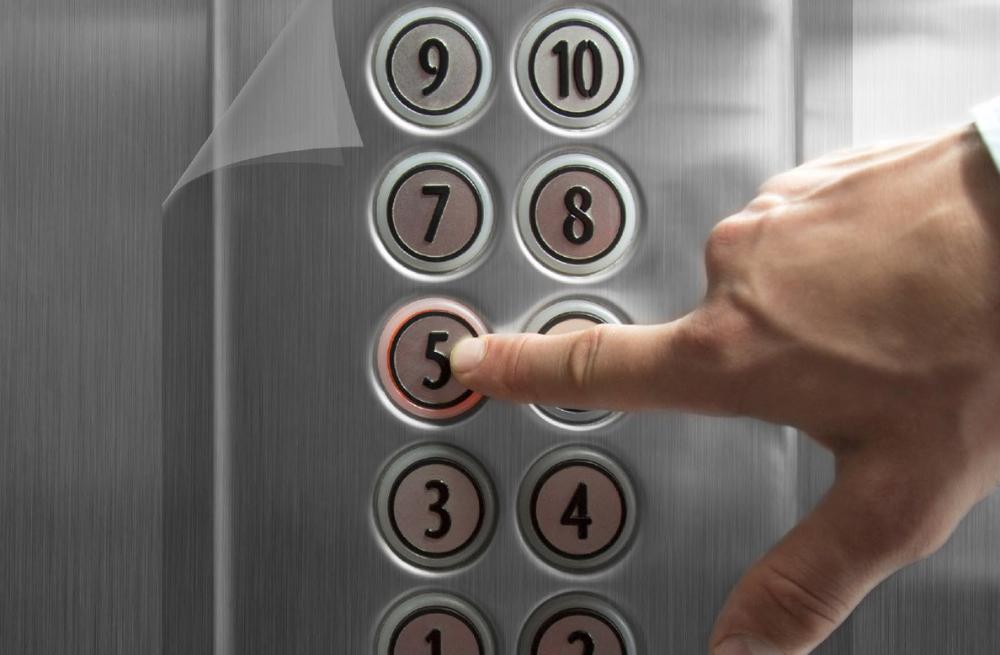 Applicazione prodotto 3M™ Paint Protection FIlm Pro 4.0 su pulsantiera ascensore